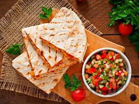 Кеседия със зеленчуци – чушки, домати и царевица - снимка на рецептата